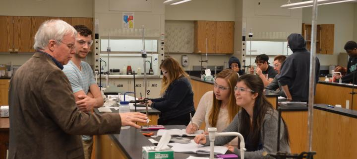 professor bailey and students in laboratory
