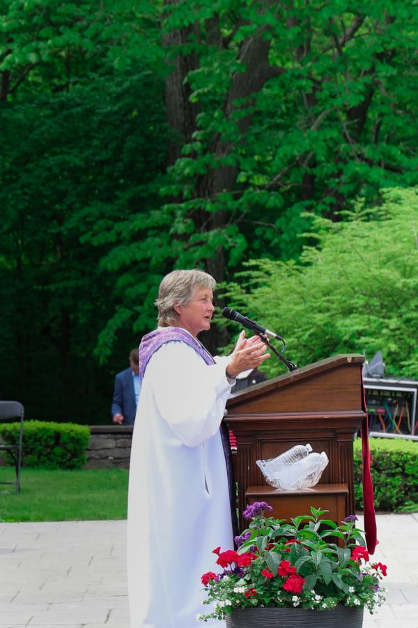 Barb Blom '82 gives the invocation at the podium